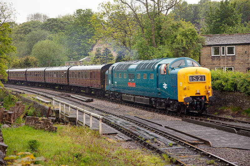 55019 slows for the Hawoth stop in the rain while  working the 14:30 Oxenhope to Keighley on May 20th 2011