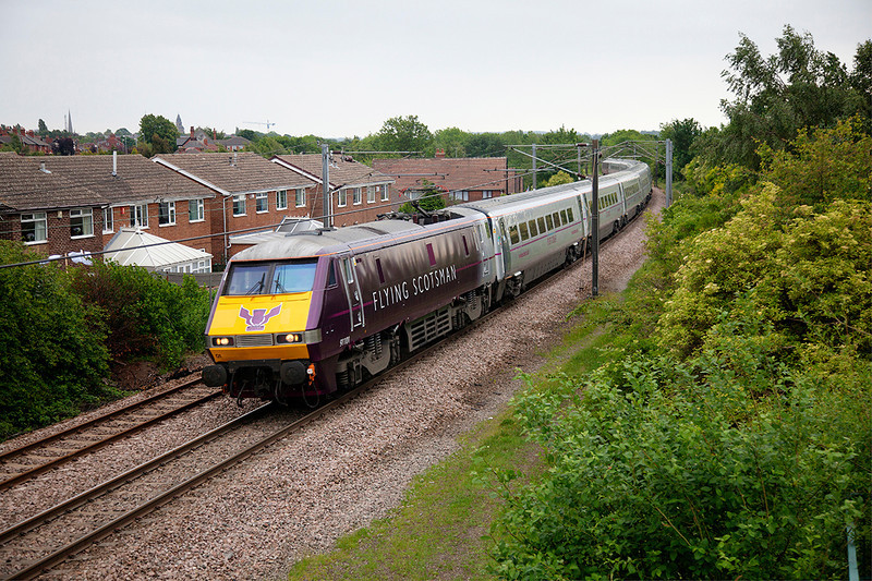91101 passing Wrenthorpe with a 1D10 10:35 London Kings Cross to Leeds on 23rd May 2011