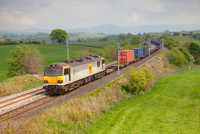 92003 heads south at Docker with a 4M63 Mossend to Hams Hall intermodal on May 6th, 2011