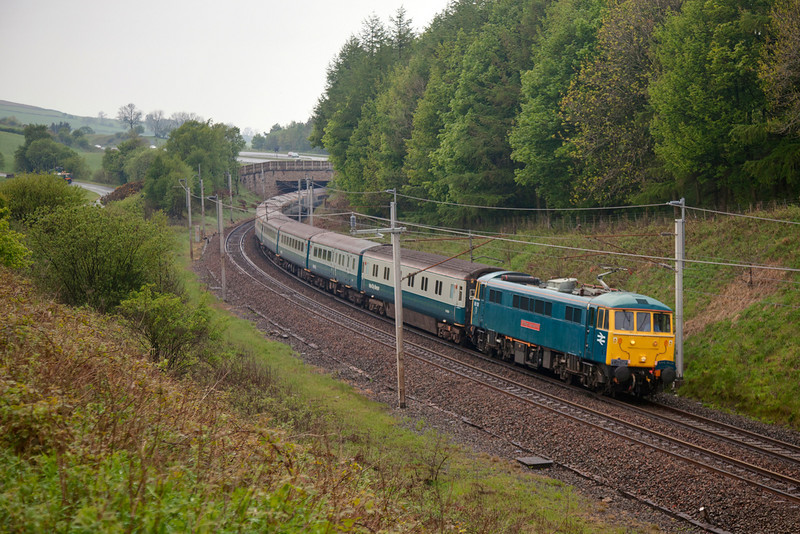 86101 rounds the curve at Beck Foot with a 1Z86 05:35 Watford Junction to Edinburgh Charter for Rail Blue Charters on Friday May 6th 2011.