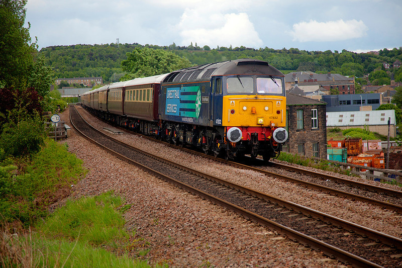 47832 speeds through Dewsbury with a 5Z64 Doncaster to Crewe Northern Belle ECS on 8th May 2011