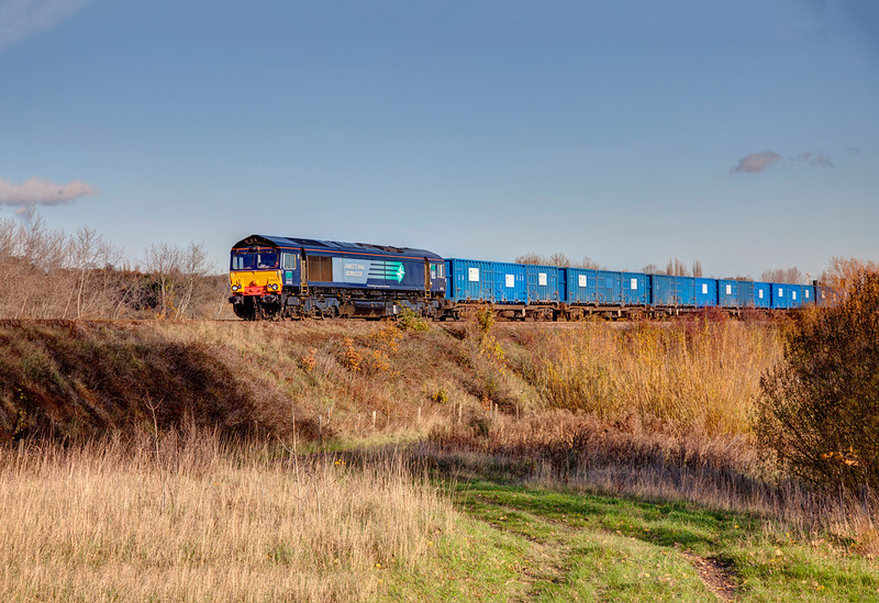 66418 passing the fish ponds at Horbury Junction while working a 6M05 Roxby to Northenden on November 17th 2011