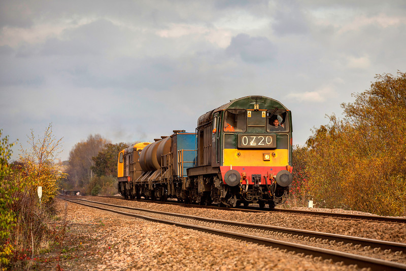 20189+20227 working hard passing approaching Crigglestone with a 3S14 11:14 Grimsby Town to Malton RHTT on November 2nd 2011.