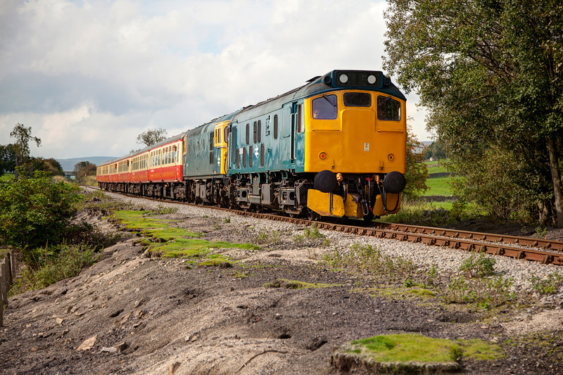 25059+33109 slow as they roll down the hill on the approch to Wensley with the 13:35 Redmire to Leeming Bar on September 14th 2011.