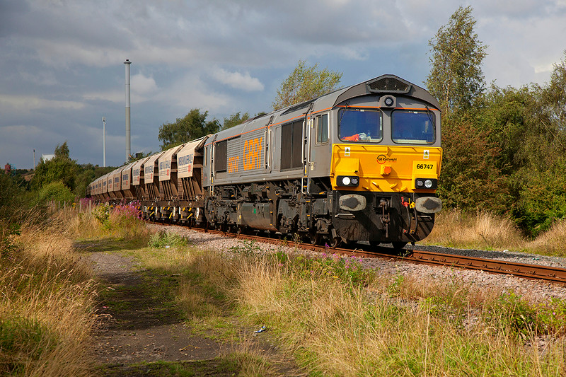 66747 rolls downgrade past Pools Lane, Royston with the 6E84 08:20 Middleton Towers to Monk Bretton (Redfearns) on 14th August 2014