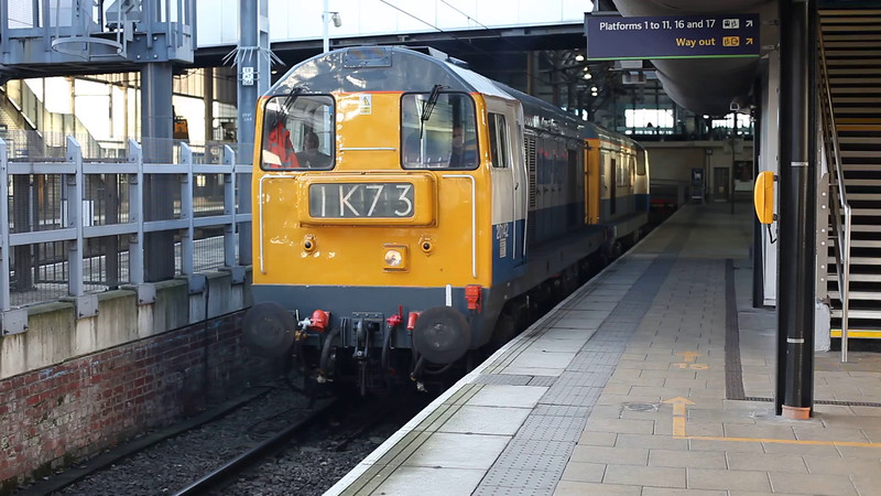 20142+20189 re start an 0Z20 York to York Route learner/crew trainer at Leeds on 7th December 2014.