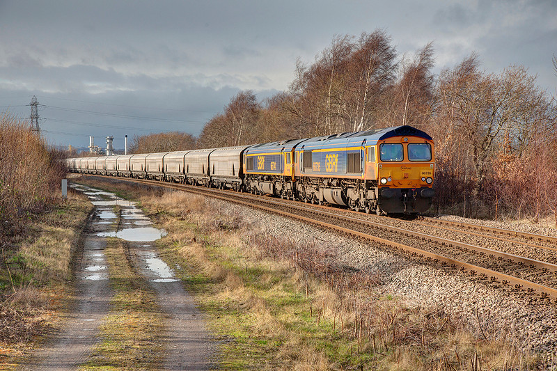 66735+66741 passing Thornhill, Dewsbury with a 6H64 08:30 Tuebrook Sidings to Drax Power Station Biomass on 1st February 2014.  Both locomotives were under power