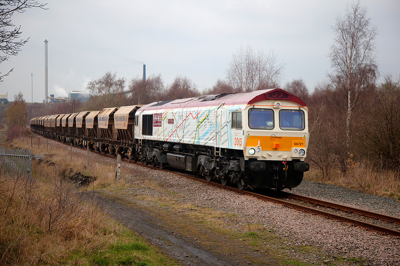 "66721 'Harry Beck' rolls past Pools Lane Royston with the 6E84 0944 Middelton Towers to Monk Bretton Redfearns in ""full Dull"" on 27th March 2014."
