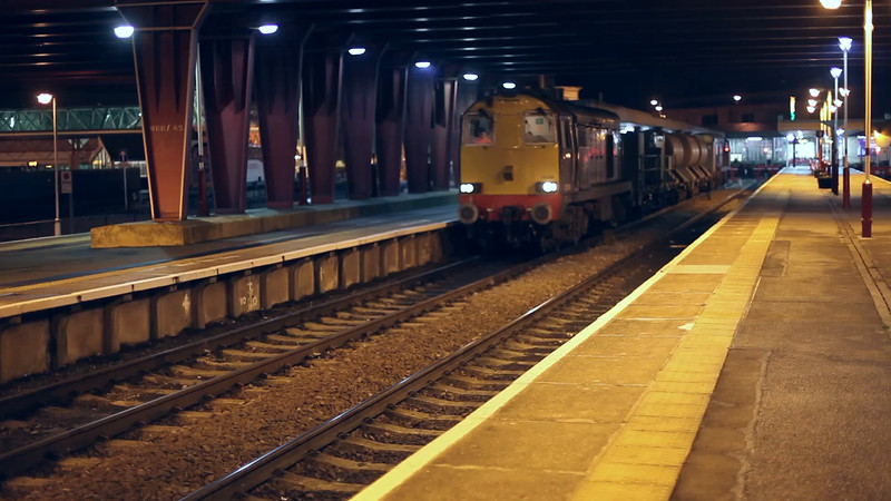 20304+20309 depart Bradford with the 3S22 19:15 Brough to Hallroyd Junction on 23rd November 2014<br /> <br /> Special thanks are extended to Marcus Dawson for colour correcting this video for me :-) Top Man