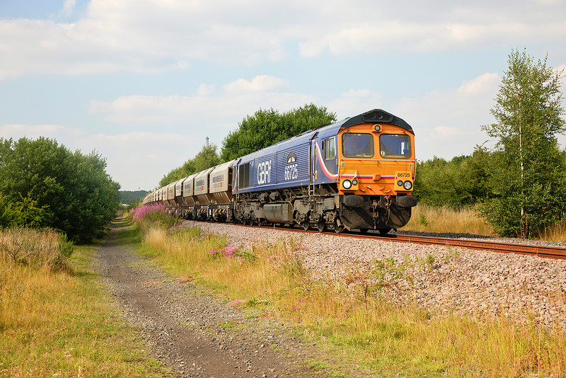 66725 ' Sunderland' passing Pools Lane, Rouston with the 6E84 08:20 Middleton Towers to Monk Bretton on 12th August 2015