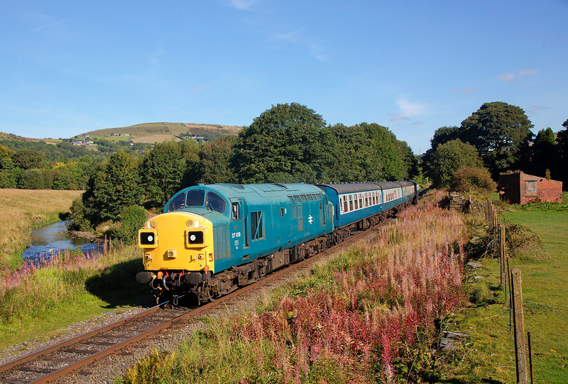 37109 passing Townsend Fold  with the 2J58 10:29 Rawtenstall to Heywood on 27th September 2015