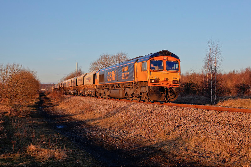 Caught in some nice light reflected in the setting sun, 66707 rolls past Pools Lane, Royston with the 6E84 08:20 Middleton Towers to Monk Bretton on 3rd February 2015