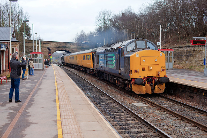 37425+37688 thunder through Moorthorpe running around ten mins early with a 1Q03 07:08 Edinburgh Craigentinney to Derby RTC Test train on 26th February 2015