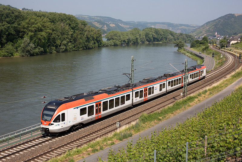 Rhein EMU 406 heads another local south at Lorch on 12th June 2015