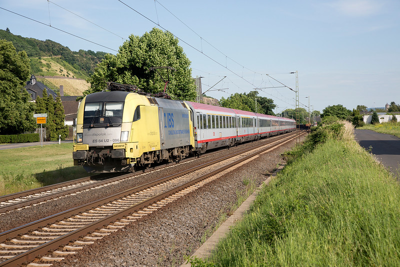 ES64-U2-096 passing Leutesdorf with IC118 Innsbuck to Minster on June 14th 2015