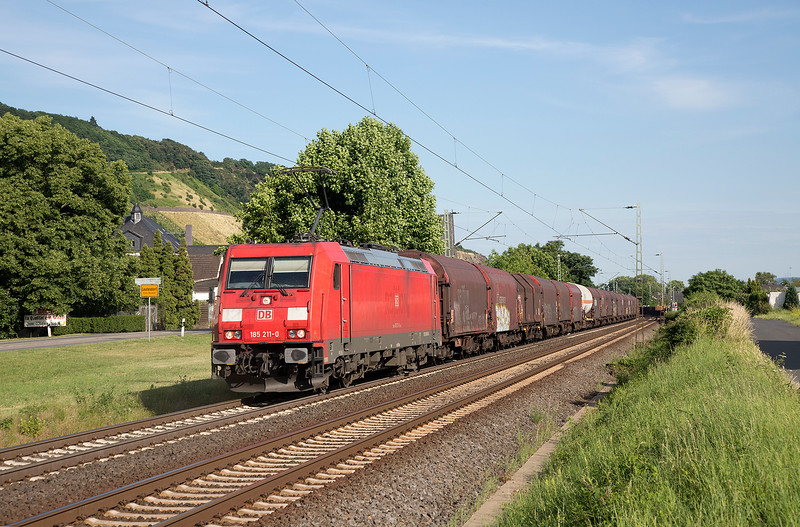 185-211 heads a northbound freight at Leutesdorf on 14th June 2015