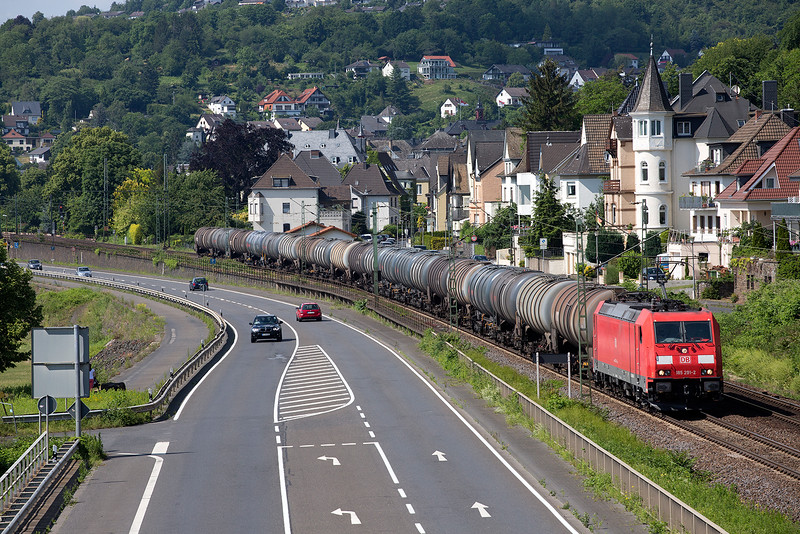 185-191 heads a tank train south at Linz on 13th June 2015