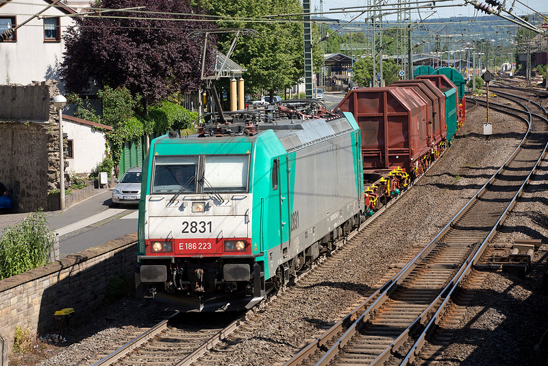 186-223 heads a freight north at Remagen on June 14th 2015