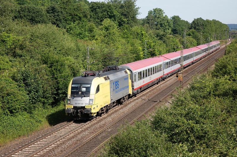 ES64-U2-096 heads south at Remagen with IC119 from Munster to Innsbruck on June 14th 2015.  At Stuttgart the Taurus will make way for a pair of 218s to Innsbruck - My Lords!! �