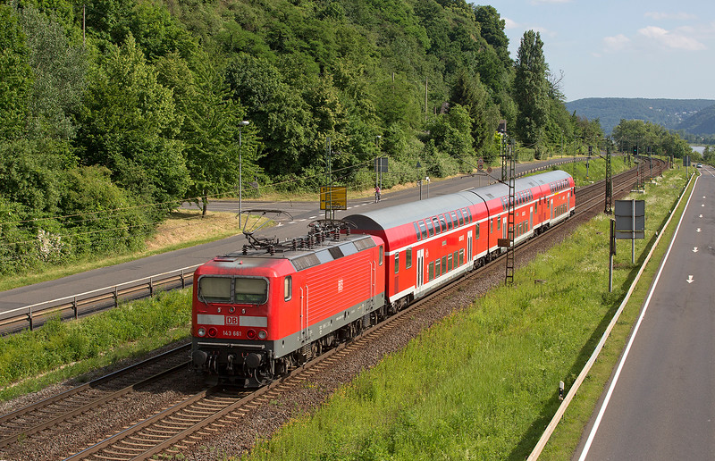 143-661 pushes a 3-car double decker set southward at Linz on June 13th 2015
