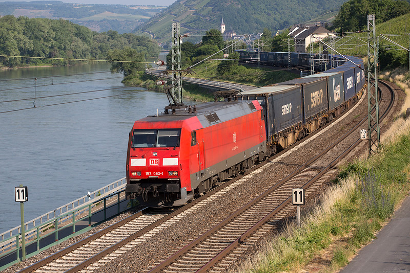152-093 heads a container train south down the Rhine at Lorch on 12th June 2015
