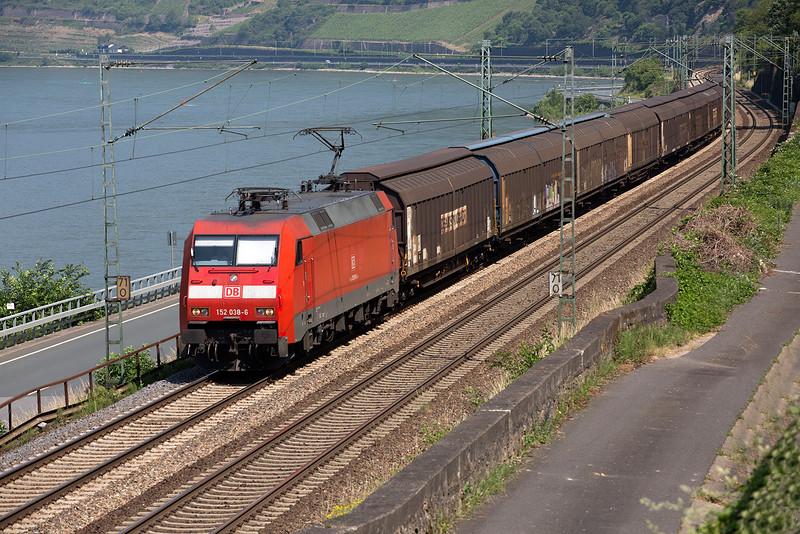 152-036 heads a van train south at Assmanshausen on June 12th 2015