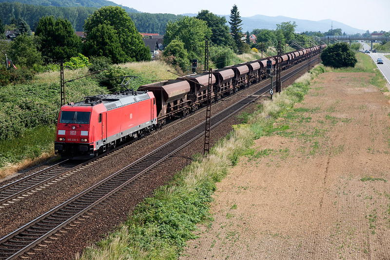 185-238 heads a long coal train toward Frankfurt on 12th June 2015