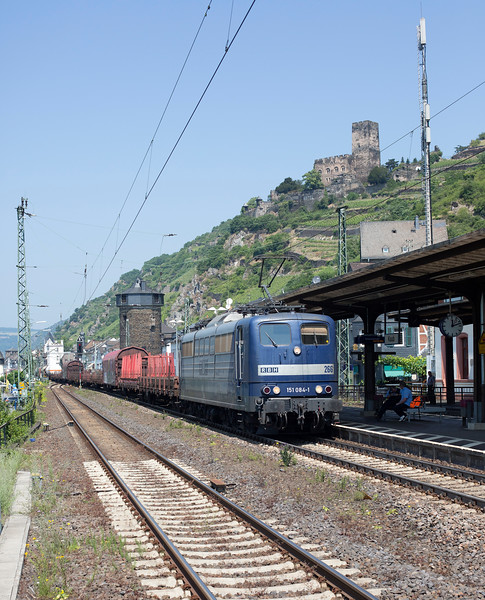 151-084 heads a mixed freight south through Kaub on 12th June 2015