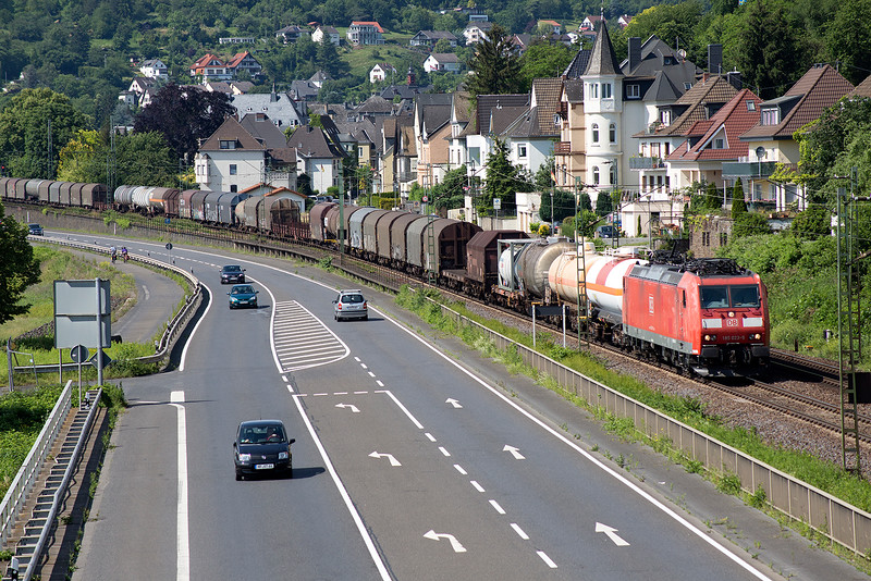 185-023 hauls a very long freight southbound at Linz on 13th June 2015