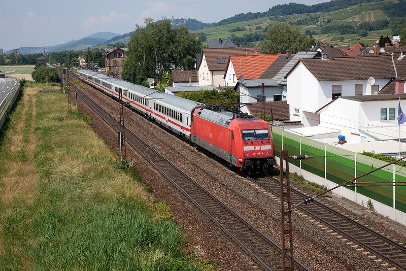 101-104 brings up the rear of a DB Regio set at Laudenbach on 12th June 2015