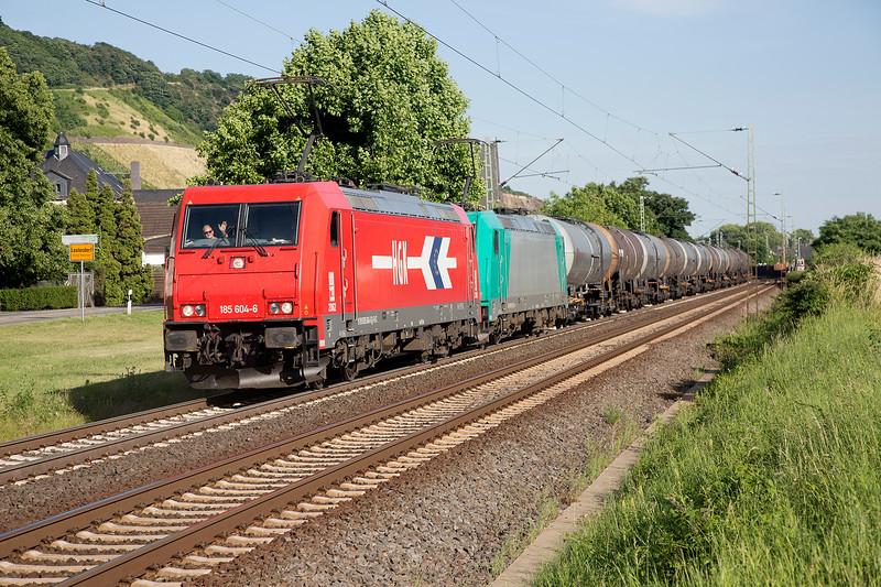 185-604+618 head a heavy tank train northward at Leutesdorf on June 14th 2015