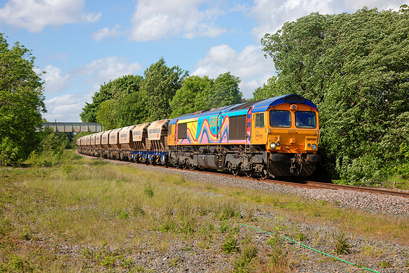 """Rainbow"" shed 66720 passes Walton Footbridge in the required ""Full Bling"" working a 6E84 08:20 Middleton Towers to Monk Bretton Sand Train on 2nd June 2015"