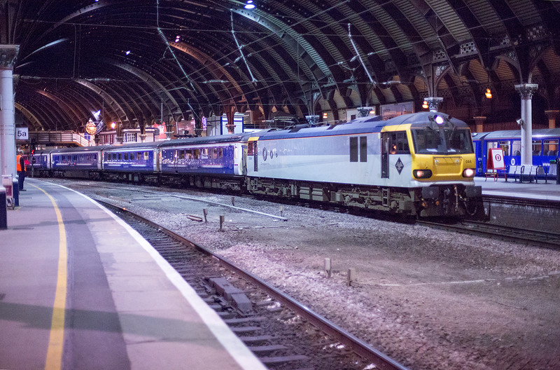 """92044 passing through York at speed with the 1M11 21:18 Glasgow Central to London Euston diverted """"beds"""" on 25th May 2015"""