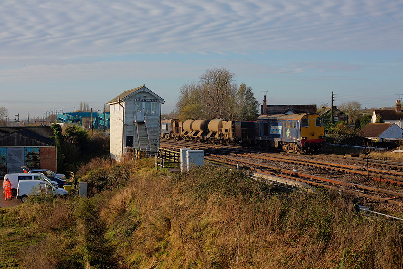 20305+20302 pass the signal box at Barnetby with a 3S13 Wrenthorpe to Grimsby RHTT on 25th November 2015.<br /> <br /> This image was shot captured remotely from a 7M pole extended to around 5 m