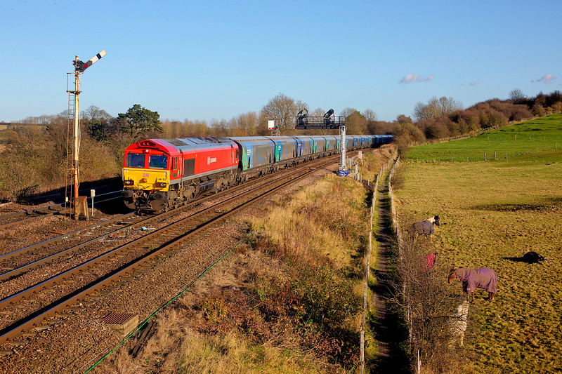 """My first day """"pole togging"""" and this was the best of the day - 66152 rolls into Barnetby with a 12:15 Immingham Biomass LP to Drax PS on25-11-2015"""