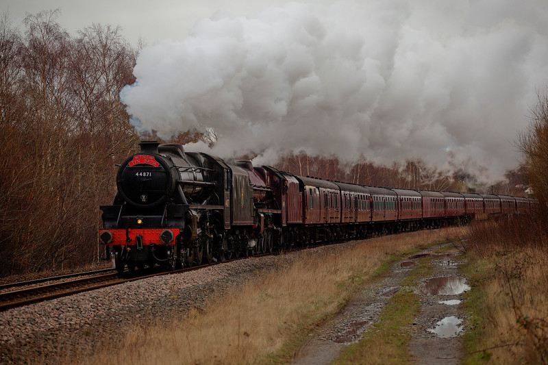 """44871+45690 Leander working hard to make up time with the return leg of a Presto to Sheffield """"The Tin Bath"""" in full crud light at the site of the former Thonhill Jcn on February 14th 2016"""