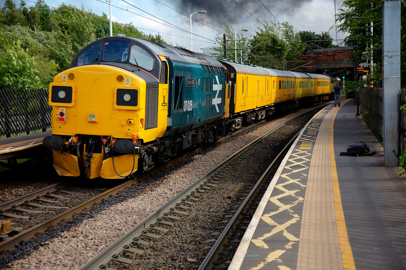 37025 brings up the rear of ay 1G68 16:48 NL to Derby RTC test Train on July 3rd 2016