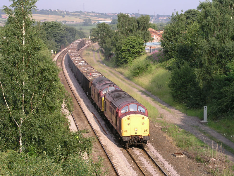 37717 37668 - Dewsbury East Jcn - 09/07/2003
