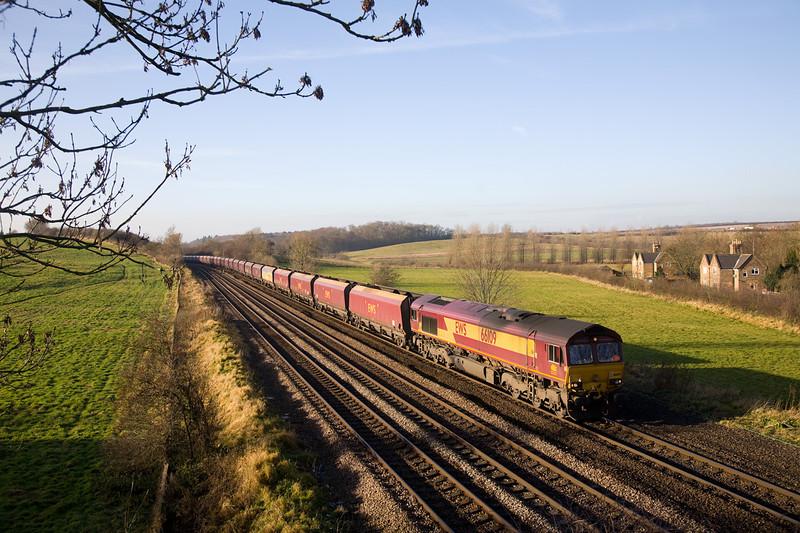 66109 4C73 10:58 Scunthorpe to Immingham at Knabbs Crossing 28th November 2008.