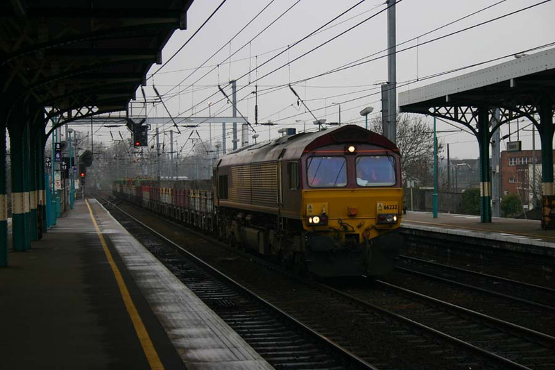 66232 on a Civil Engineers train at Ipswich 11th March 2004