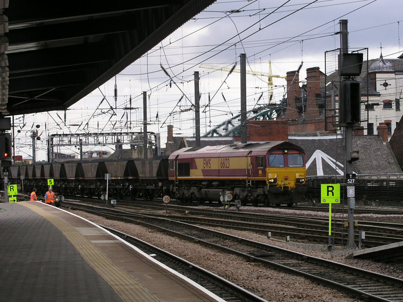 66123-at-Newcastle-stn-with