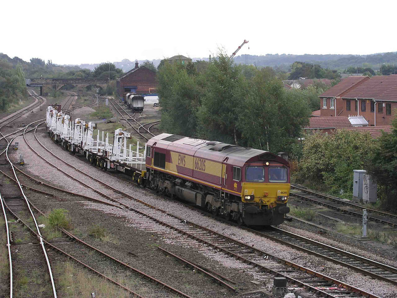 66205_at_HM_with_a_Jarvis_track_Laying_train_03-10