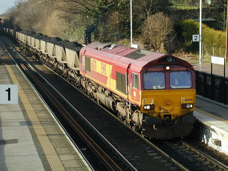66029-hauls-a-loaded-m-g-r-