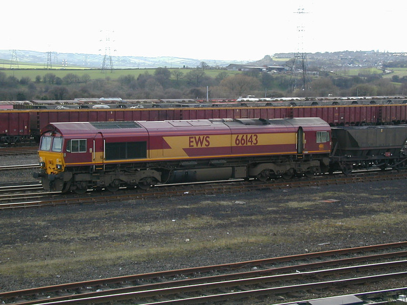 66143-stands-at-HMwith-a-sh