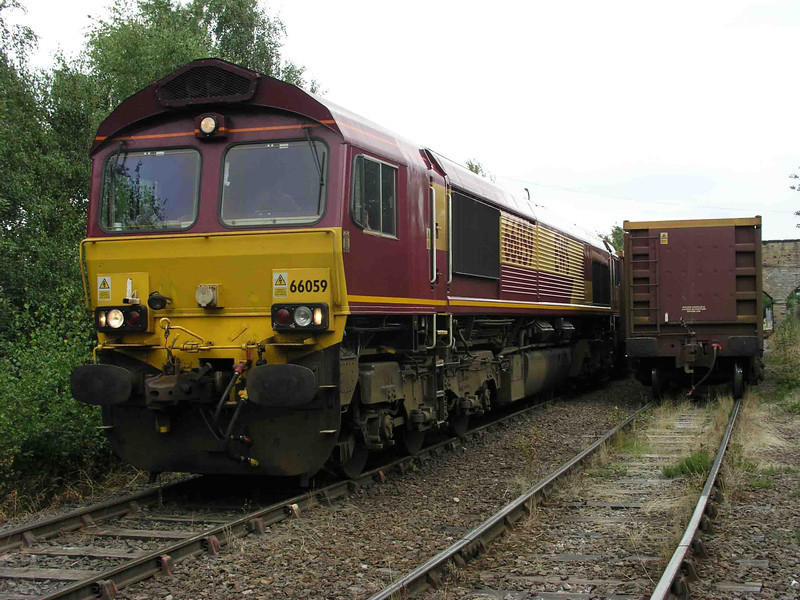 66059 at Dewsbury Stone Terminal 22/07/2003