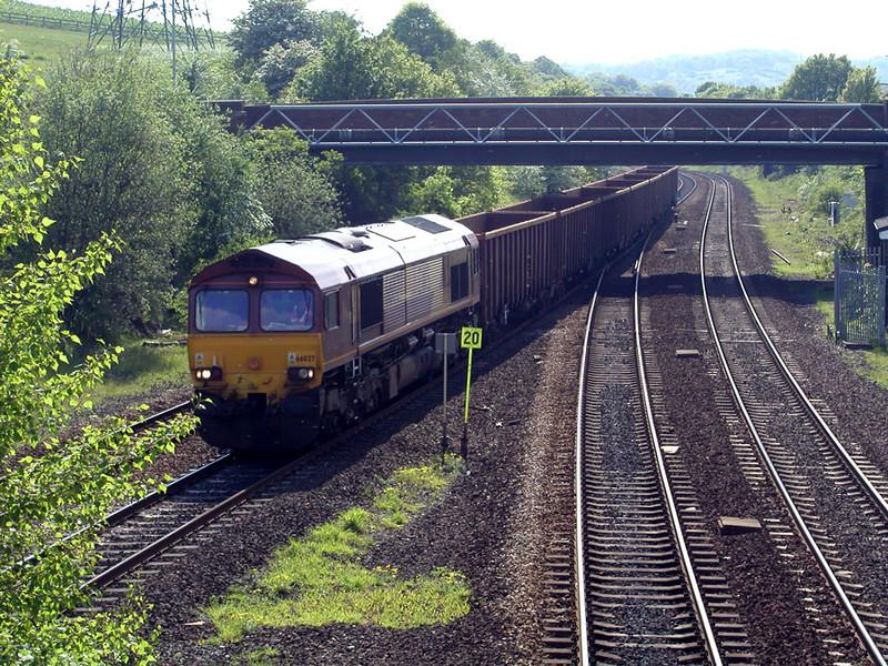 66027-on-a-box-train-thru-R