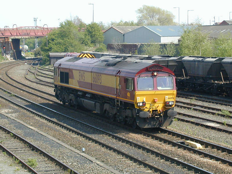 66093-light-at-knottingley-