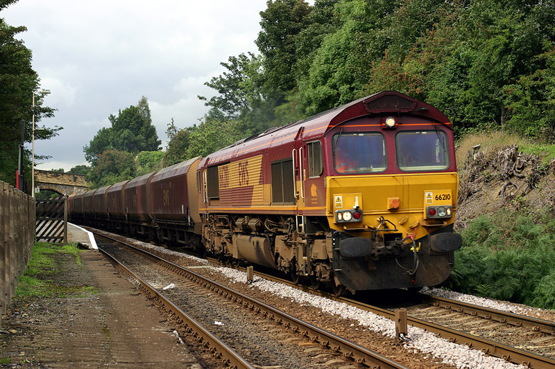 66210-passing-Woodlesford-l