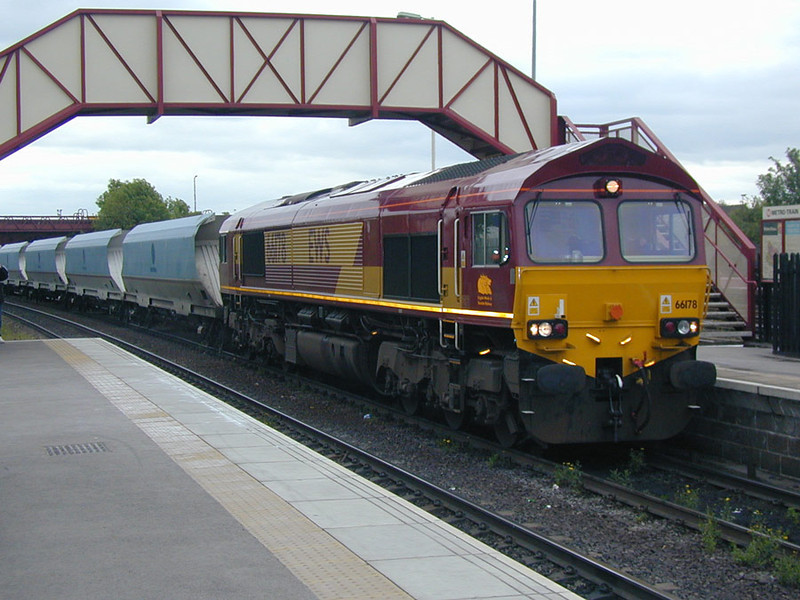 66178-on-ex-NP-hoppers-at-k