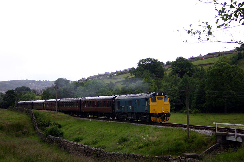 25059 passing Haworth top field in torrential rain with the 14:30 Keighley to Oxenhope on June 20th 2004